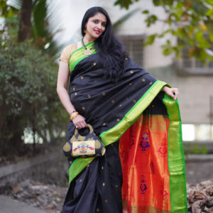 Black-Colour-Green-Border-Pure-Silk-Paithani-saree