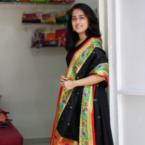 Black-&-Red-colour-heavy-jari-border-paithani-dupatta